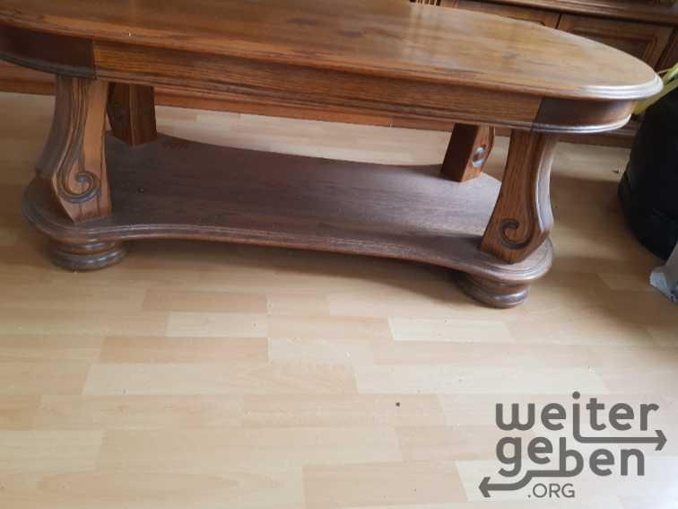 schöner rustikaler Holztisch