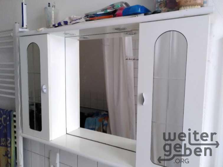 Badschränkchen mit Spiegeln in Berlin
