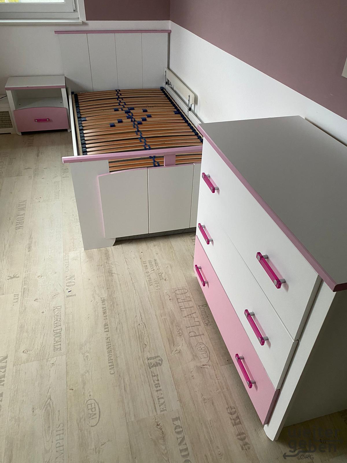 Bett Kommode Beistelltisch in Panketal