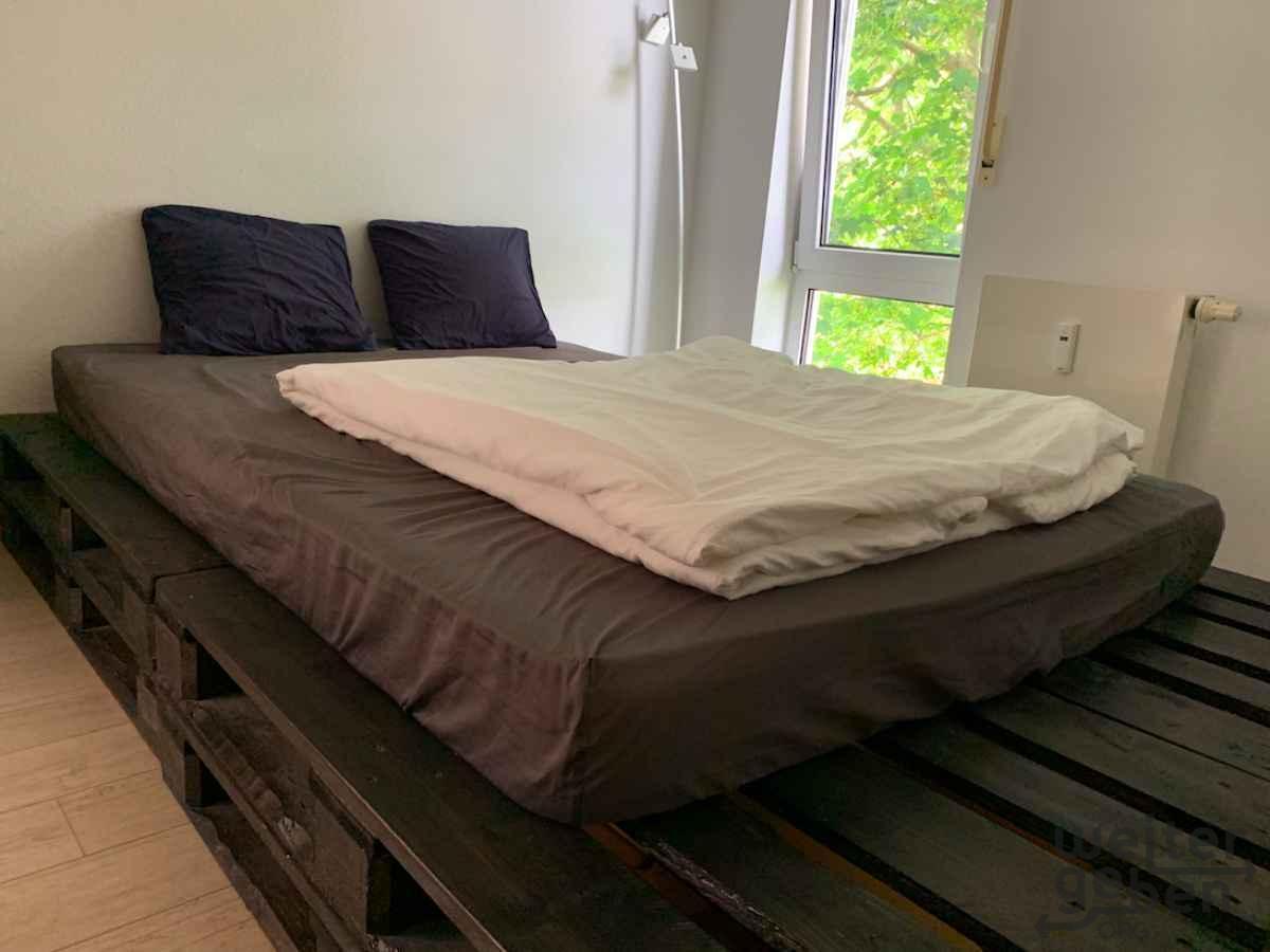 Bett in Leonberg