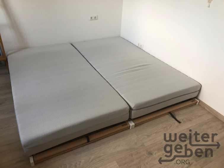 schönes Doppelbett mit verstellbaren Lattenrost in Borchen