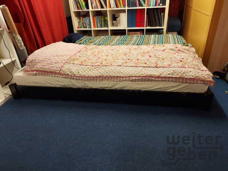 Bett mit Matratzen  in Thörnich