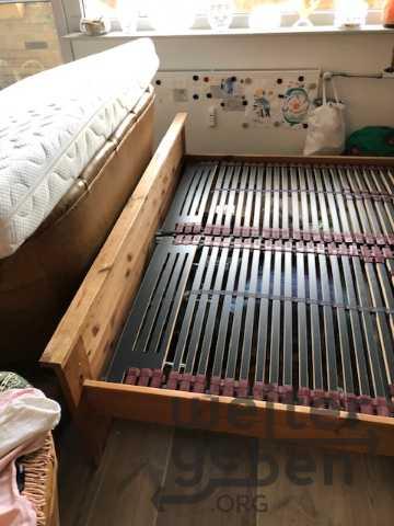 Doppelbett mit Lattenrosten in Berlin