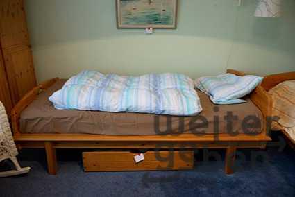 Einzelbett mit Matratze in berlin