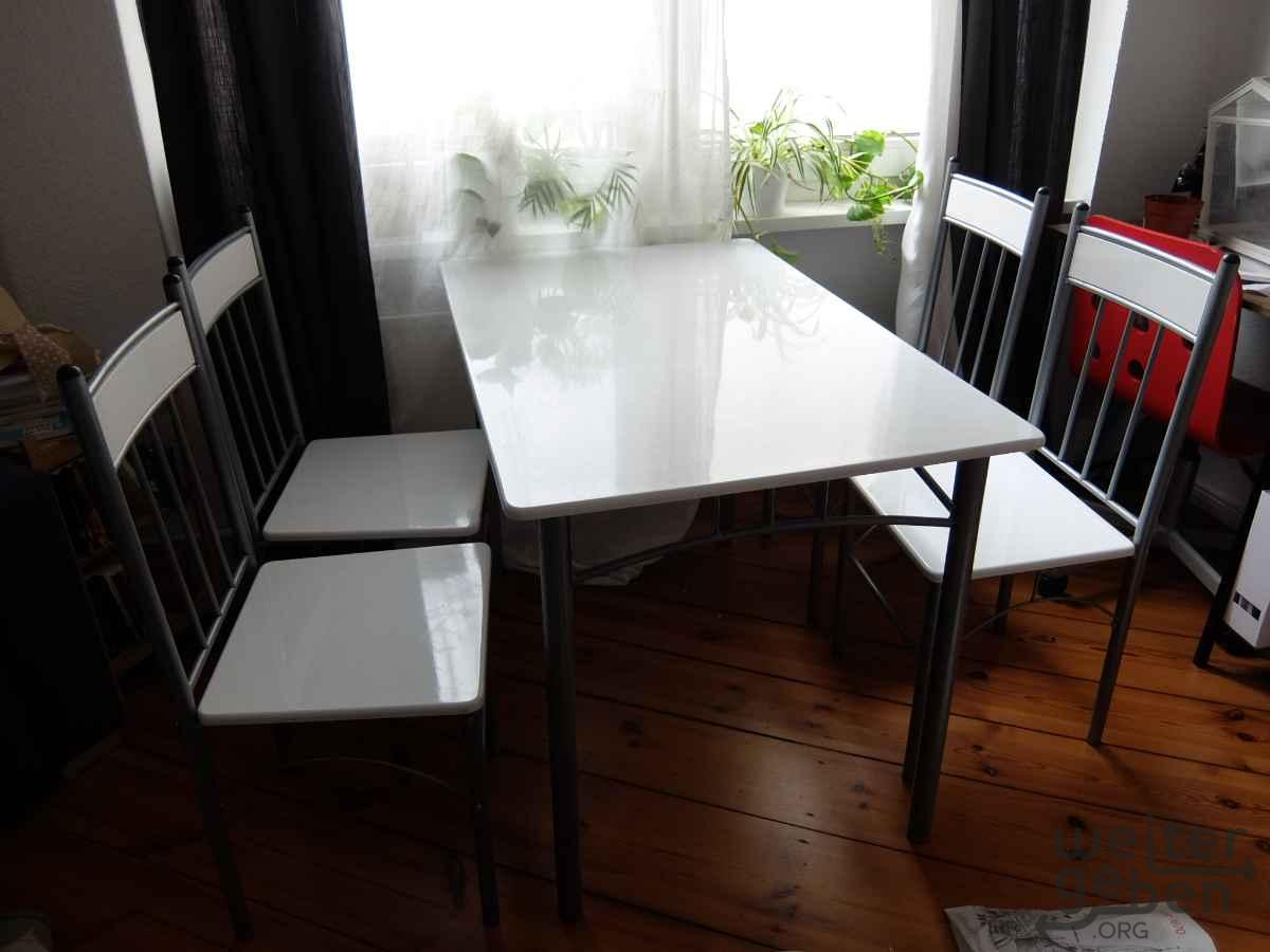 Esstisch mit vier Stühlen in Berlin