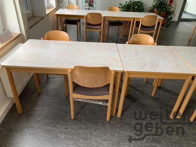 Kantinenmöbel für 120 Personen in Wiesbaden