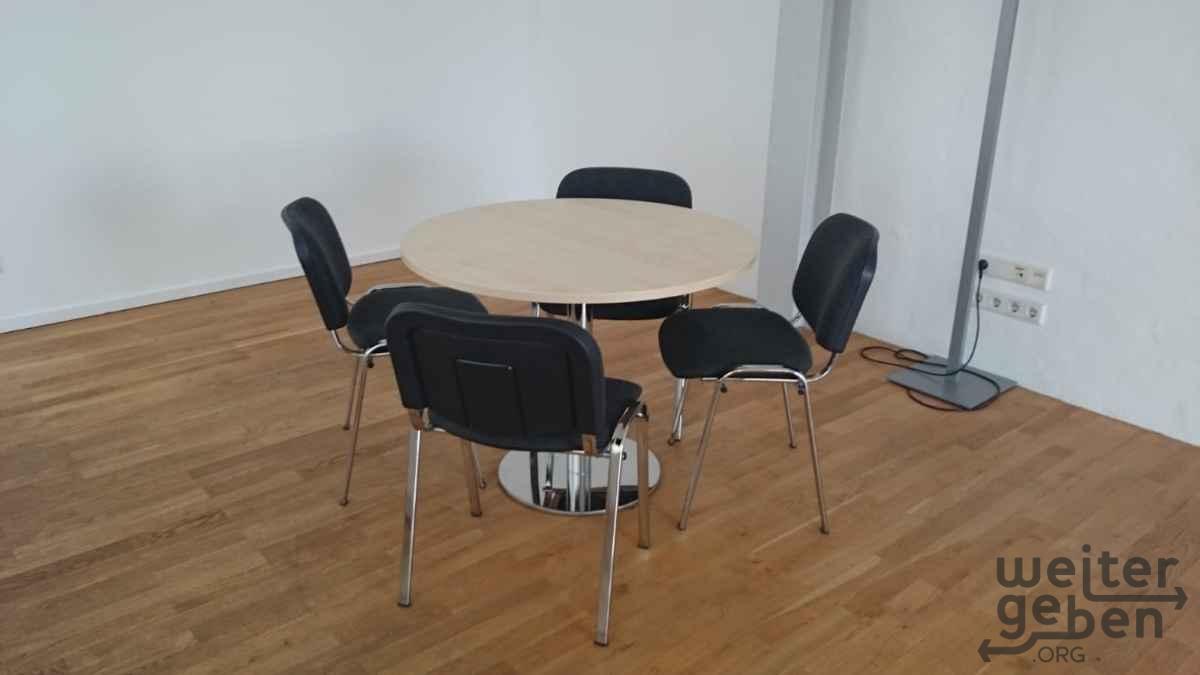 Konferenztisch incl. 4 Stühle in Berlin