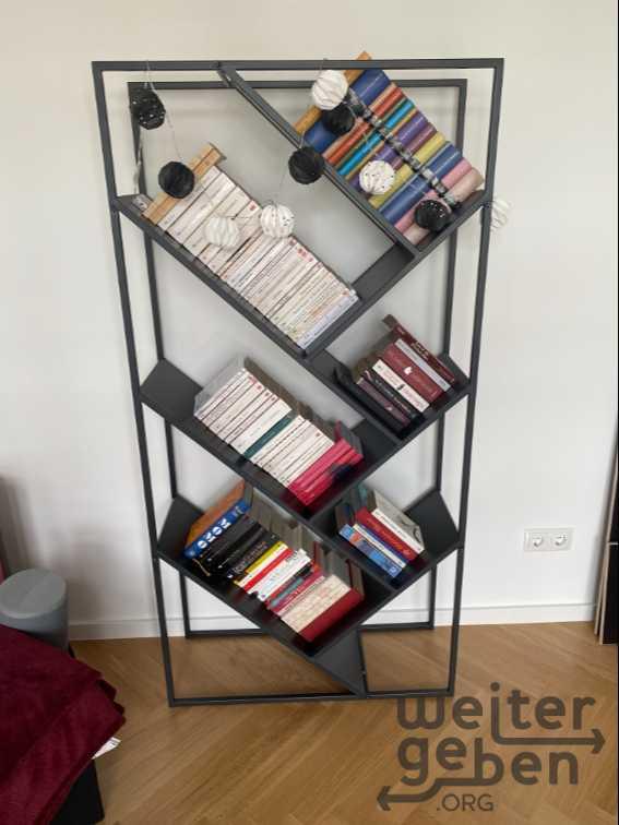 außergewöhnliches Bücherregal in Berlin