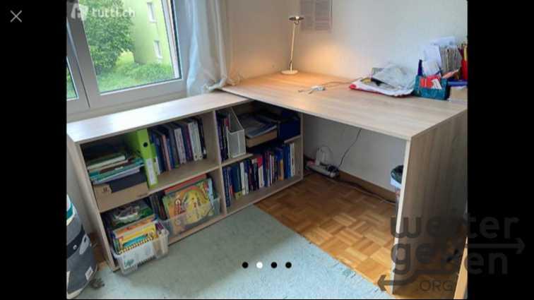 Schreibtisch mit Regal in Gattikon