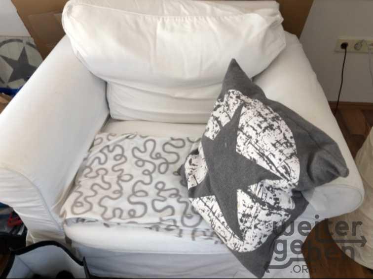 Sofa, Fernseher, Regale  in Olfen