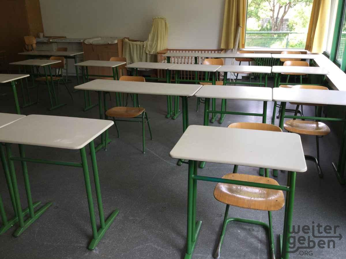 Schulstühle und Schultische in Ulm
