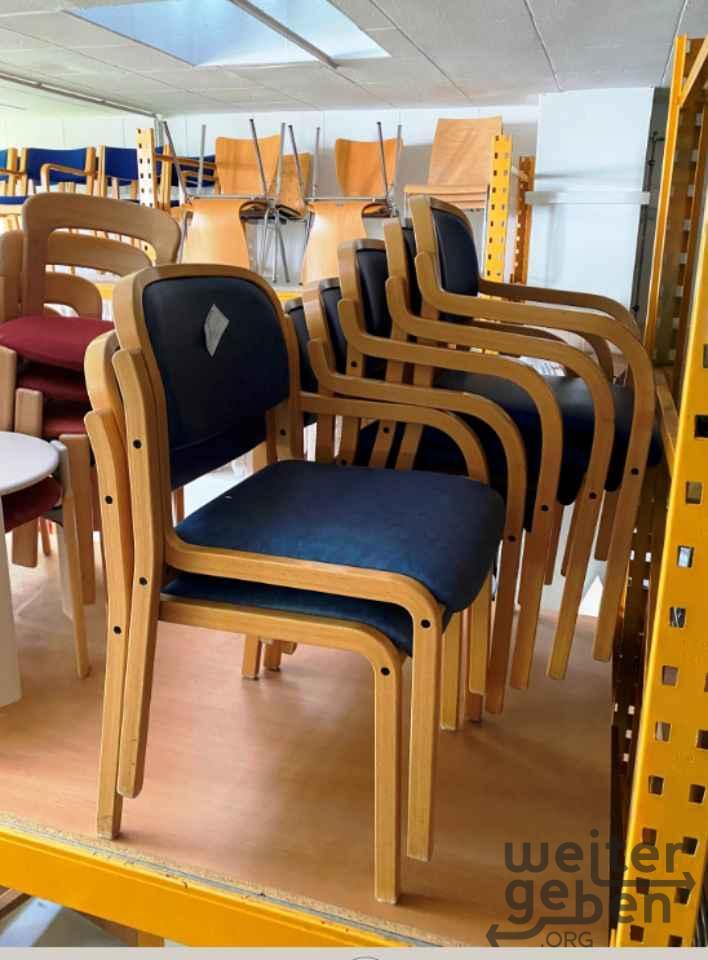 Stapelbare Stühle in Haar