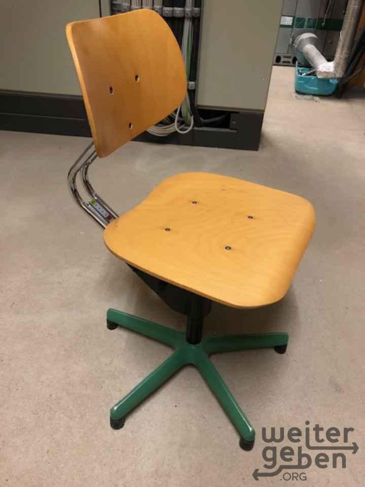 Höhenverstellbare Schulstühle in Attendorn