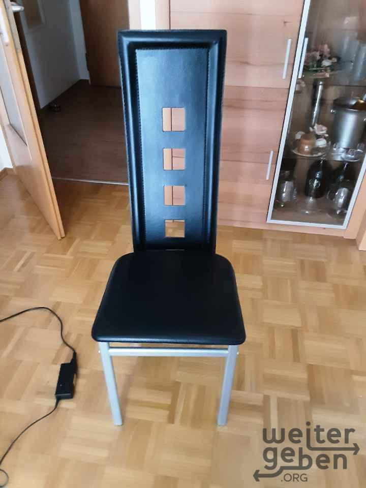 Stühle in Neubiberg