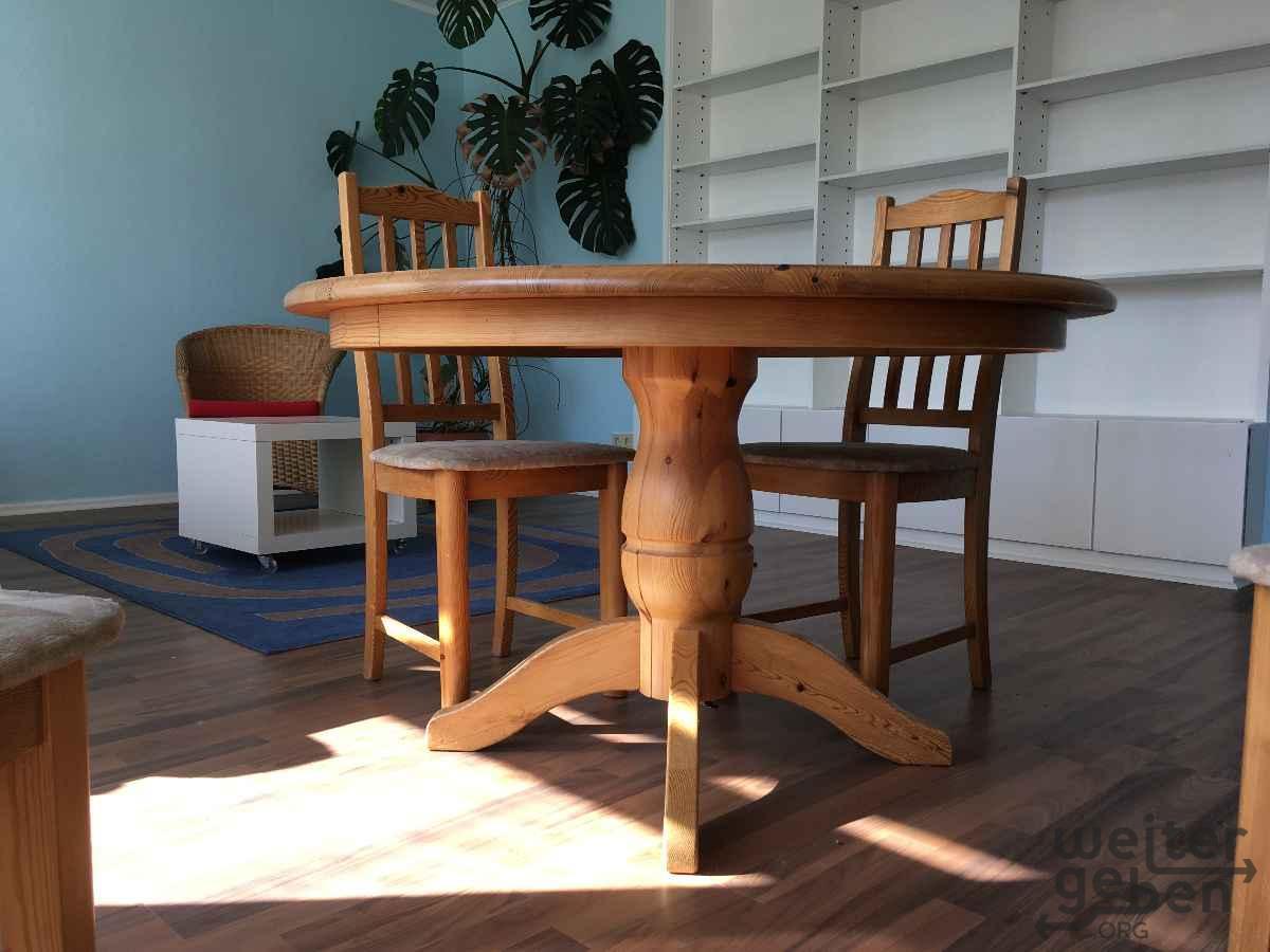 heller Holztisch mit 6 passenden Holzstühlen in Berlin