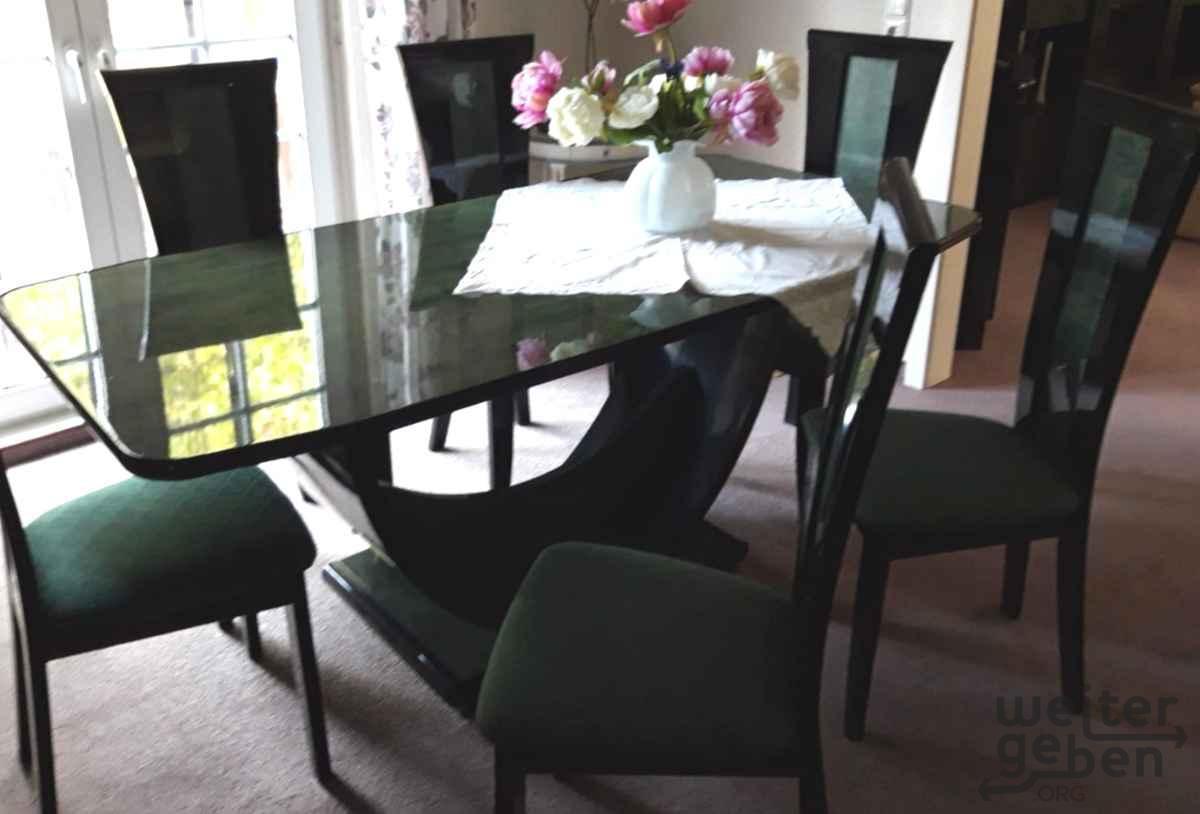 Tisch und 6 Stühle in Nuthtal