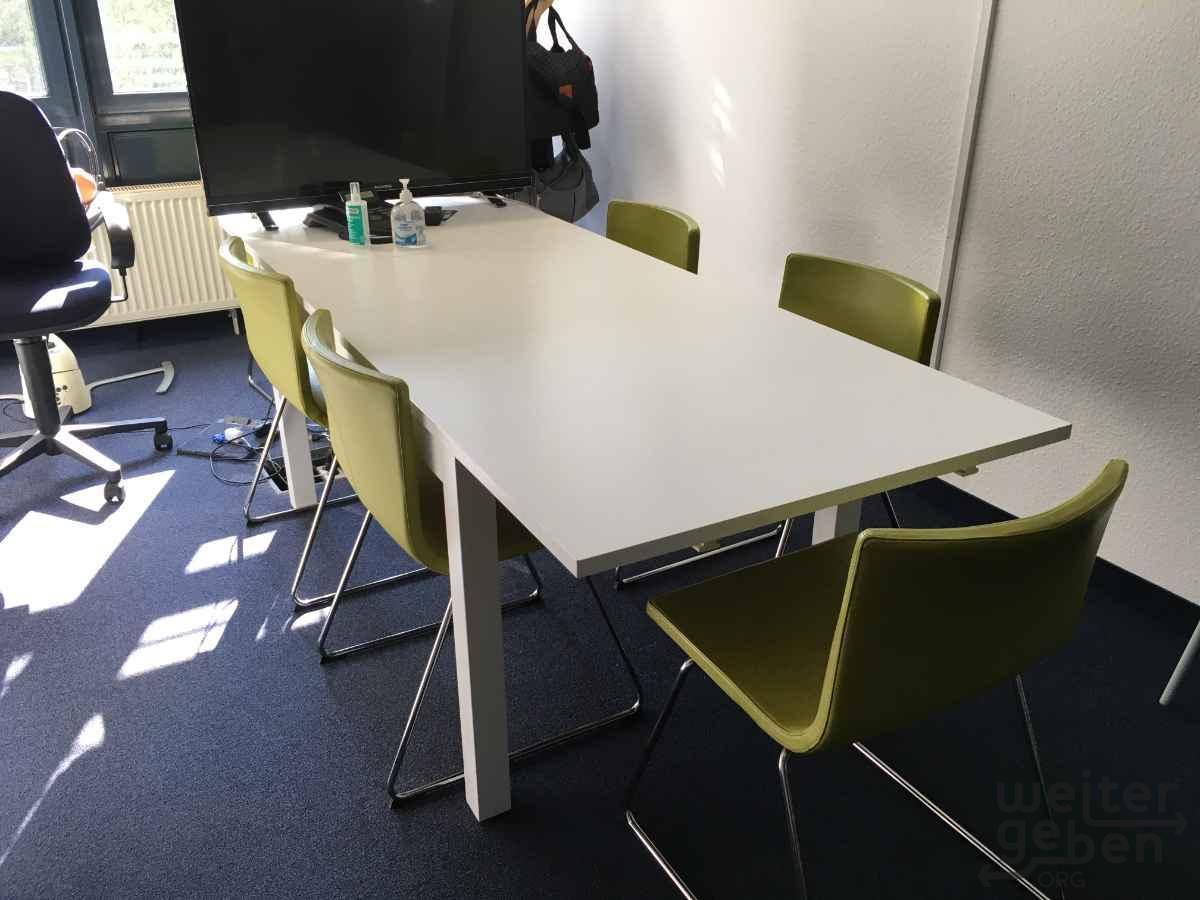 großer ausziehbarer Tisch in Frankfurt