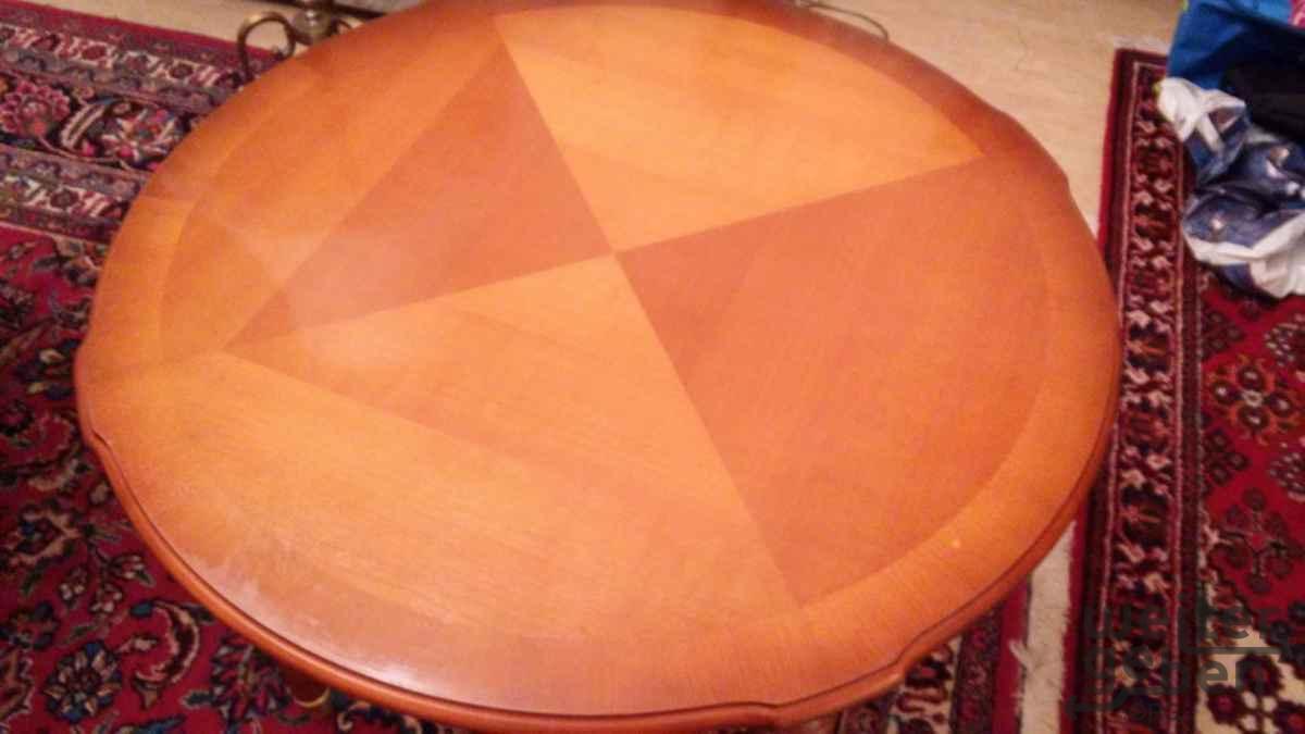schöner alter runder Holztisch in berlin