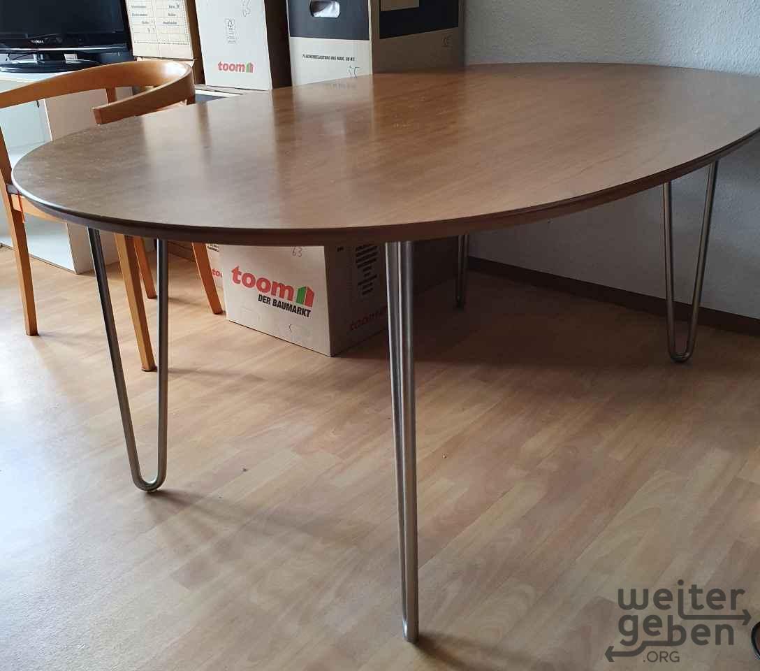 runder eleganter Tisch in Berlin