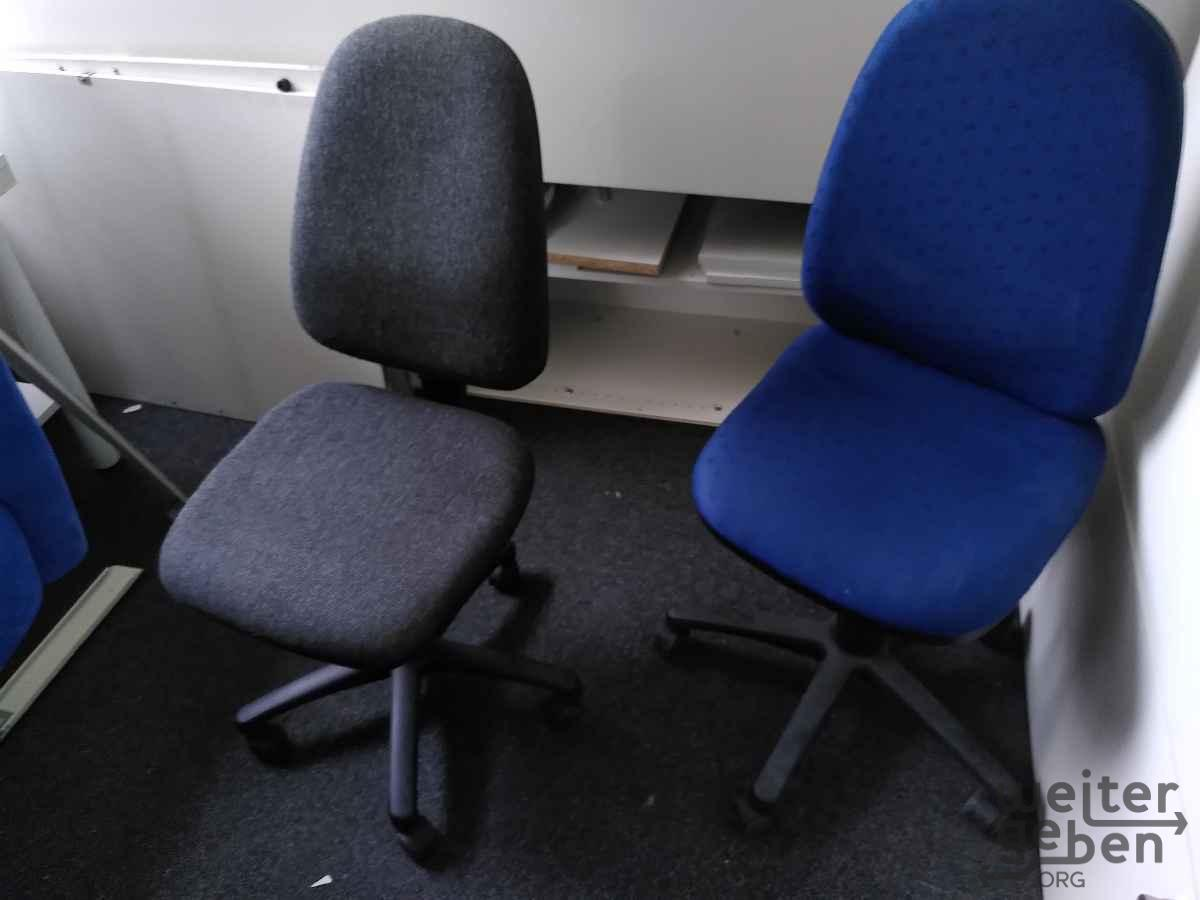 verschiedene Bürostühle in Berlin